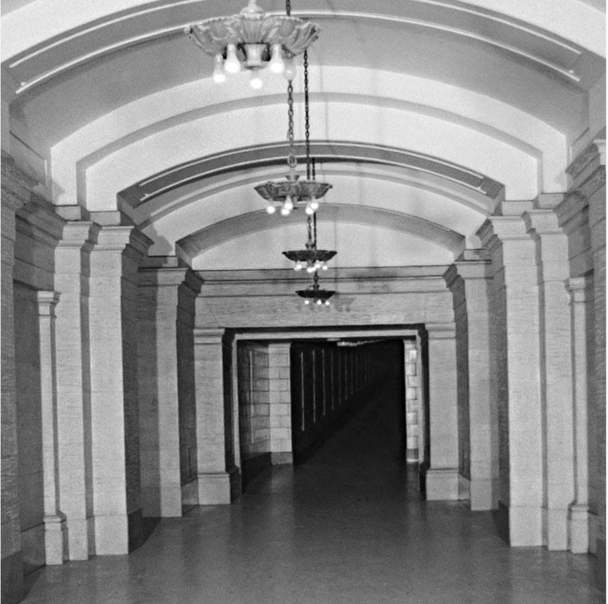 Union Station: tunnel to Château Laurier