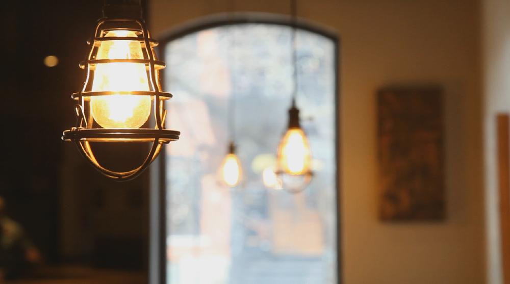 T's Pub: Lighting
