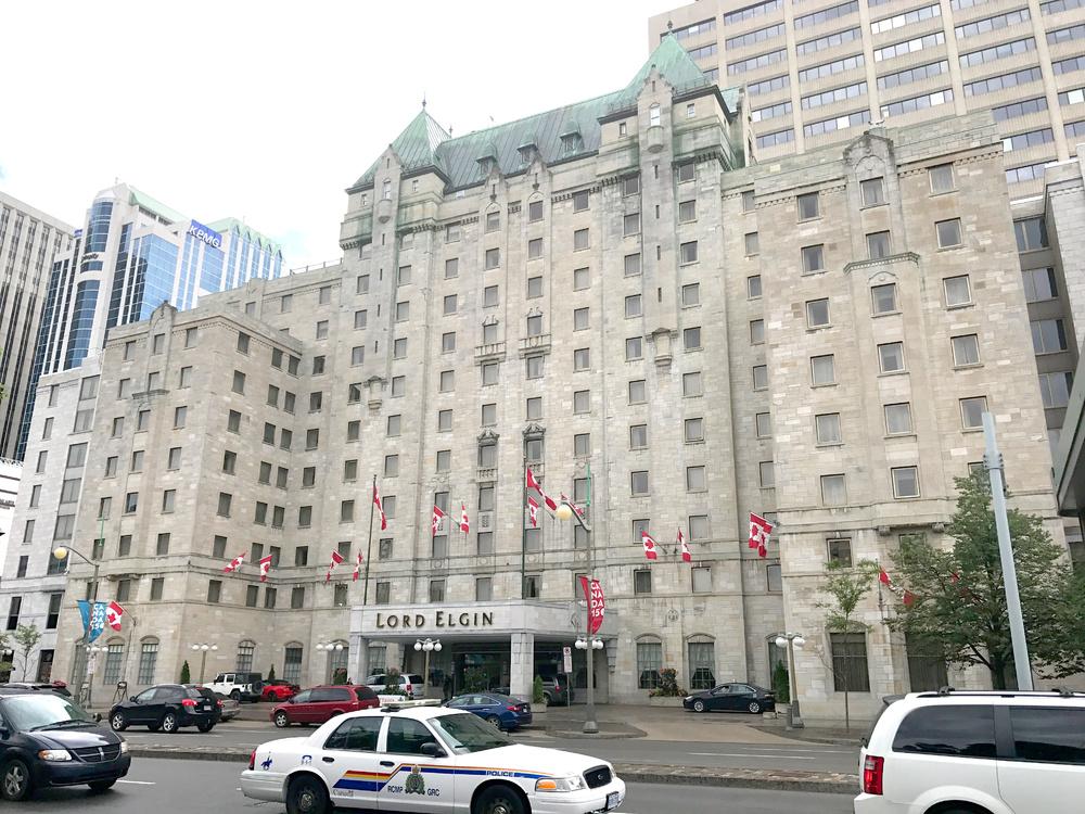 Lord Elgin Hotel: exterior