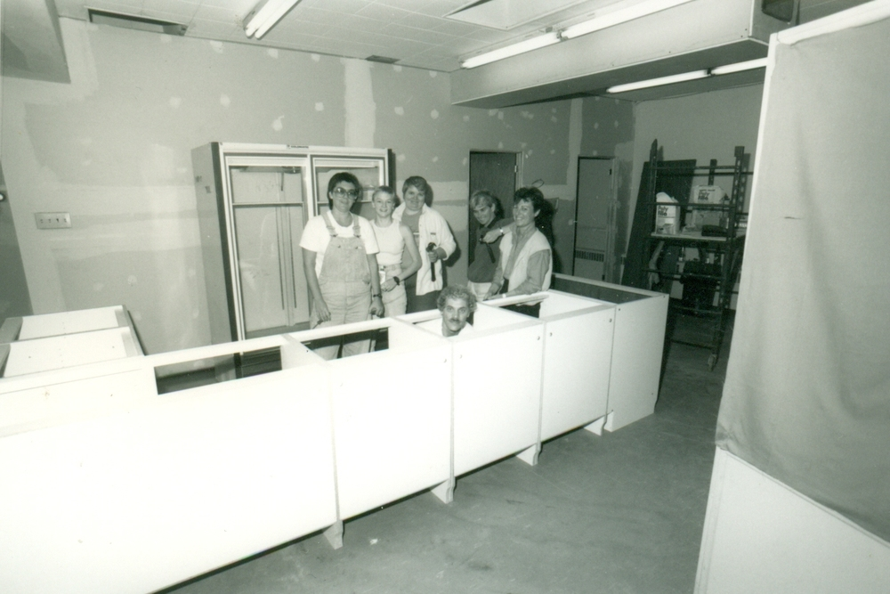 Kerry Beckett, Sally Bulter, Shiela Hedger, Richard Giroux, Marilyn Day and Linda Robitaille: Construction of the bar at the GO Centre at 318 Lisgar