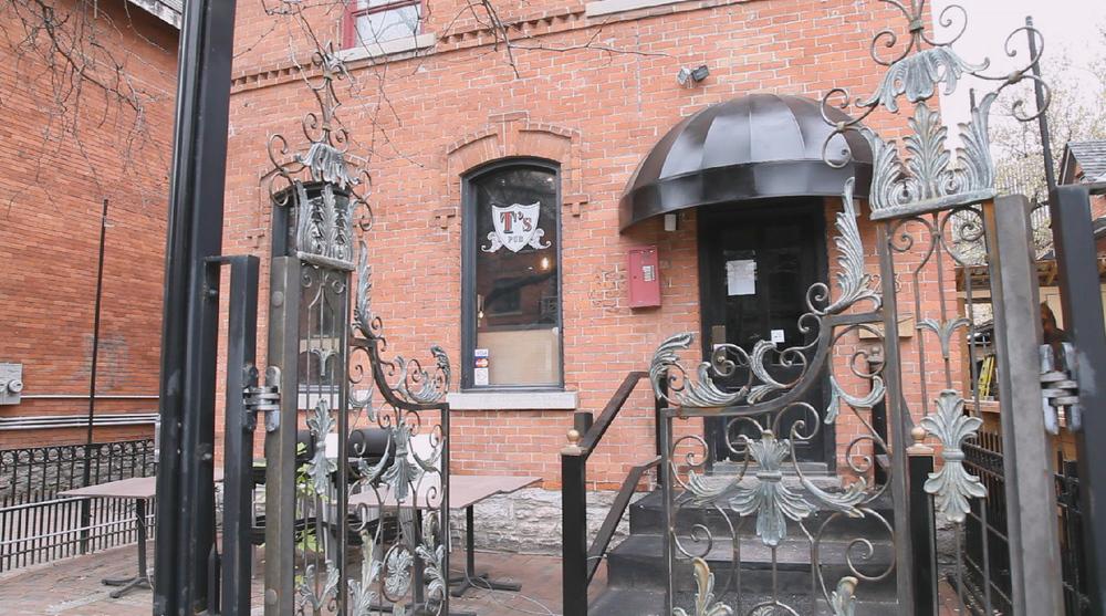T's Pub: Exterior