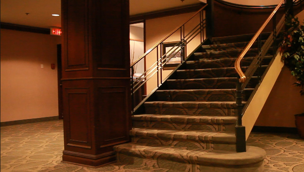 Lord Elgin Hotel: staircase